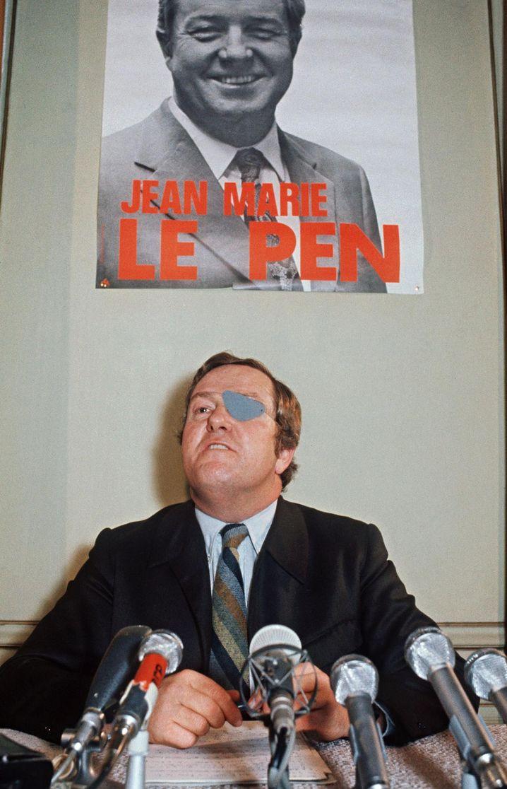 Parteigründer Jean-Marie Le Pen mit Augenklappe, 1974