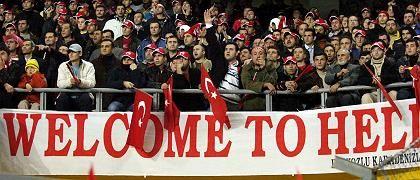 Türkische Fußballfans (in Istanbul): Bedauern des Bundesligaprofis