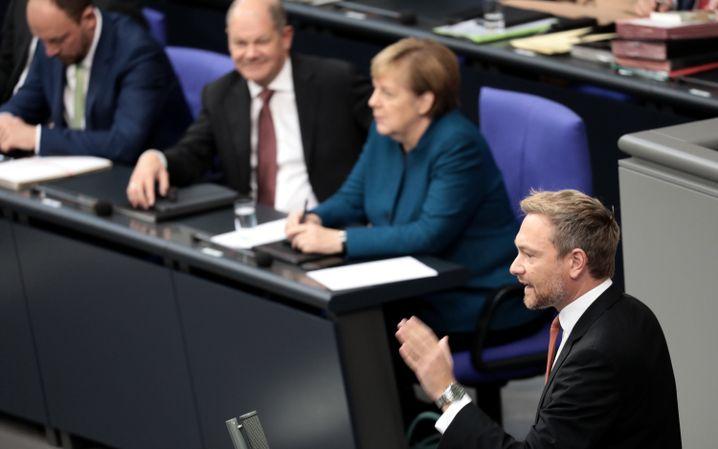 Lindner und Merkel im Bundestag