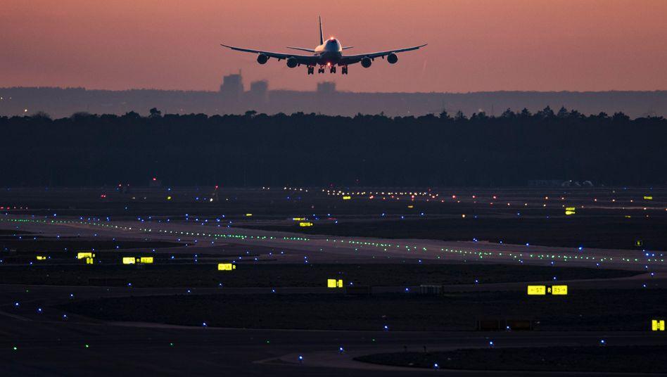 Boeing 747 am Frankfurter Flughafen (Archiv): Fraport stellt nur noch ausnahmsweise neu ein