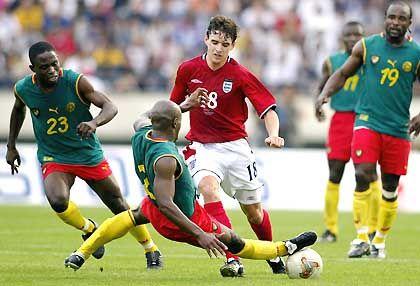 Kein Durchkommen gab es in dieser Szene für Owen Hargreaves im Testspiel gegen Kamerun