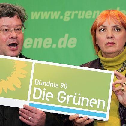 Kein Glück mit dem neuen Logo: Reinhard Bütikofer und Claudia Roth mussten den Entwurf vor der Abstimmung zurückziehen.