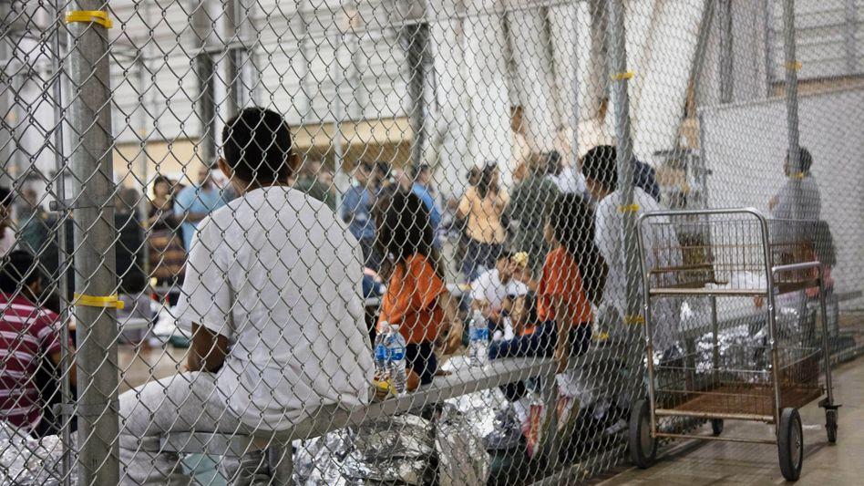 Flüchtlinge in einem US-Lager in McAllen (Texas)