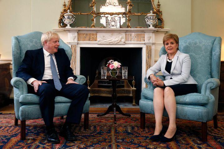Britischer Regierungschef Boris Johnson, Schottlands First Minister Nicola Sturgeon in Edinburgh (2019): Er »fürchtet den Willen der Schotten«