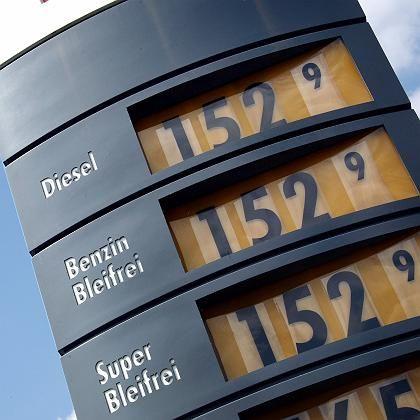 Tankstelle in Kassel: Nur 47 Cent Mineralölsteuer pro Liter Diesel - bei Benzin sind es 65,5 Cent