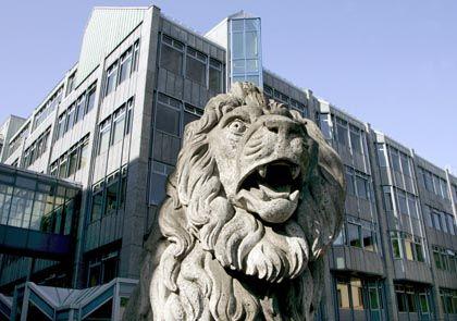 Zentrale der Bayerischen Landesbank: Zahlungsausfälle und Wertabschreibungen belasteten die BayernLB mit insgesamt 1,9 Milliarden Euro