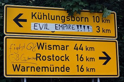 """A road sign directs drivers to the """"Evil Empire"""" instead of Heiligendamm."""