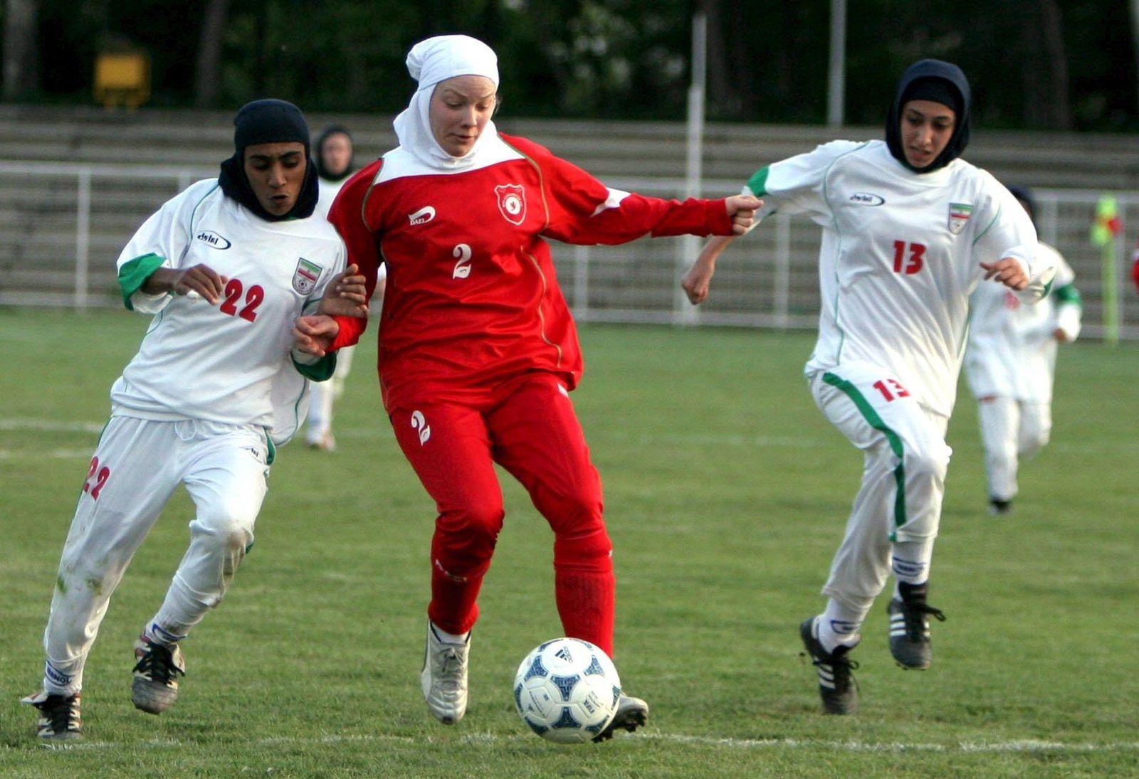 Irans Frauen-Nationalmannschaft spielt gegen Berlin-Kreuzberg