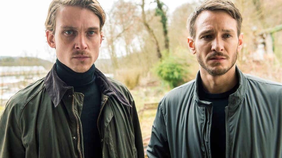 """Guten Tag, wir sind die Neuen: die Kommissare Adam Schürk (Daniel Sträßer, l.) und Leo Hölzer (Vladimir Burlakov) in der """"Tatort""""-Folge """"Das fleißige Lieschen"""""""