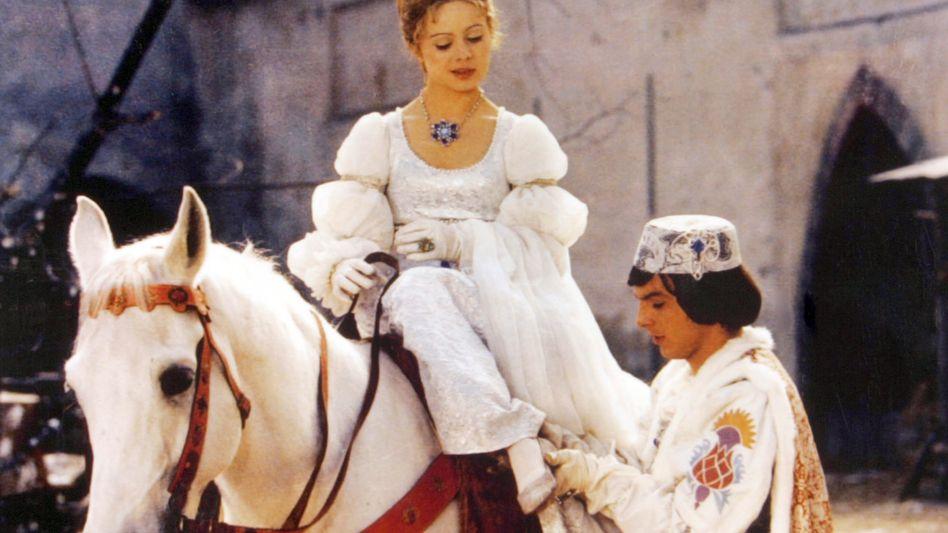 Aschenbrödel (Libuse Safrankova) und der Prinz (Pavel Travnicek)