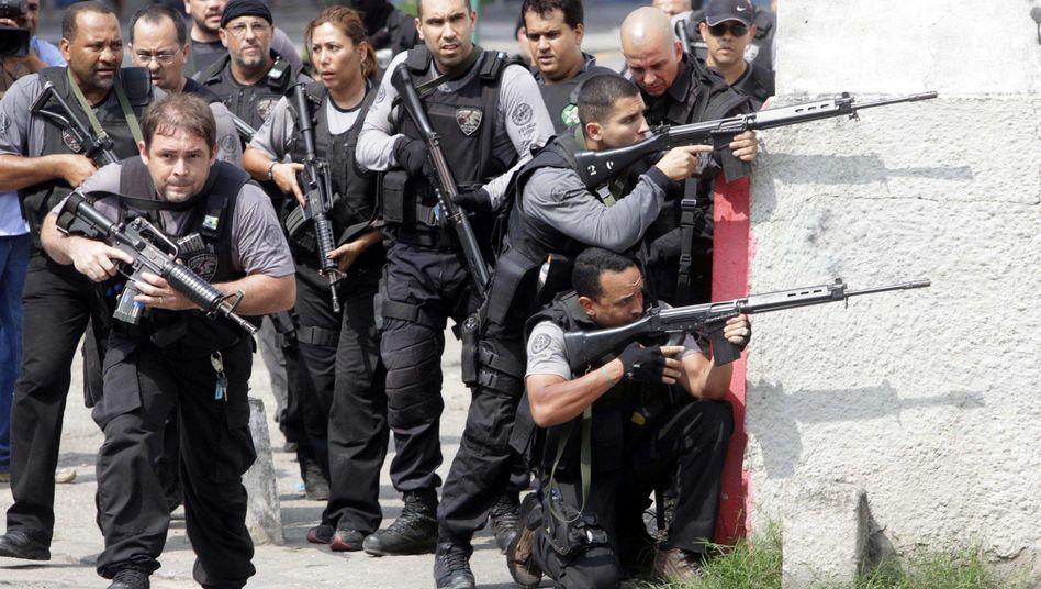 Großrazzia mit Panzern: Polizei erobert Favela in Rio de Janeiro
