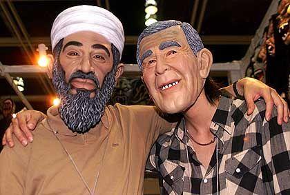 Masken von Bush und Osama Bin Laden: Ein beliebter Karnevalsartikel, doch nicht vor US-Wahllokalen geeignet