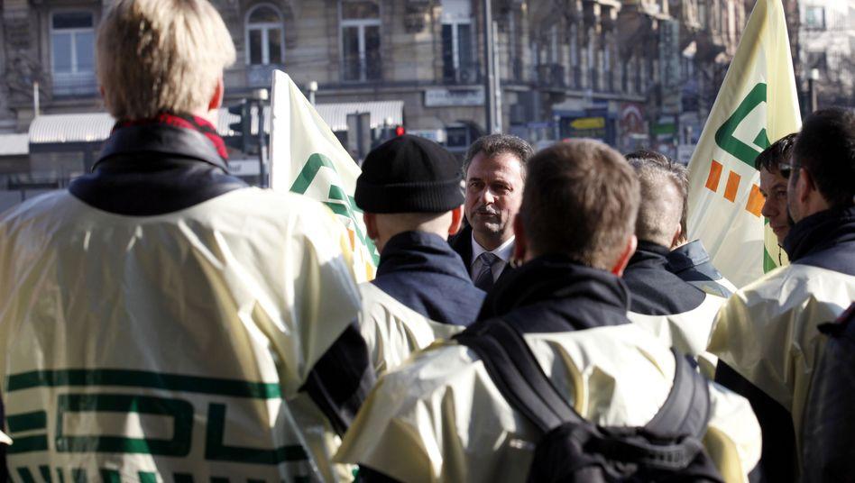 """GDL-Chef Weselsky (M.) mit streikenden Lokführern: """"Natürlich werde ich gemahnt"""""""