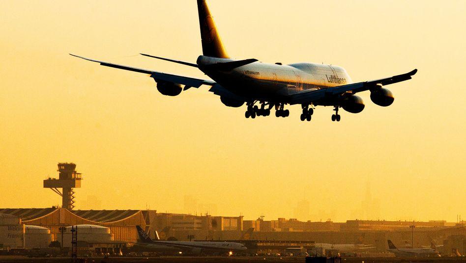 Anflug einer Boeing auf Frankfurt am Main: Begriffserweiterung für Pauschalreisen