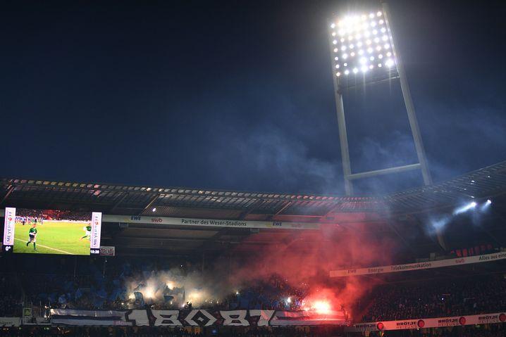 Pyrotechnik der HSV-Fans