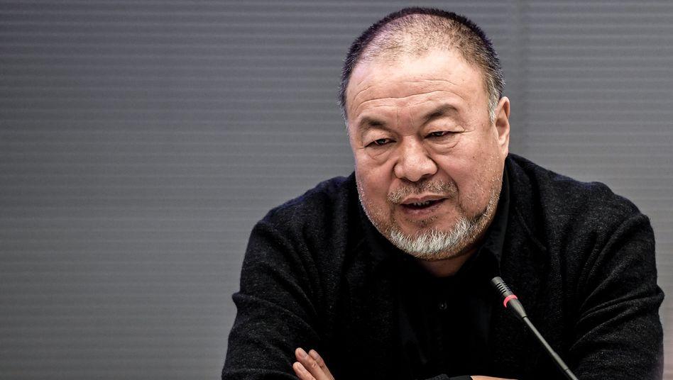 Künstler Ai Weiwei bei einer Podiusmdiskussion im Reichstagsgebäude