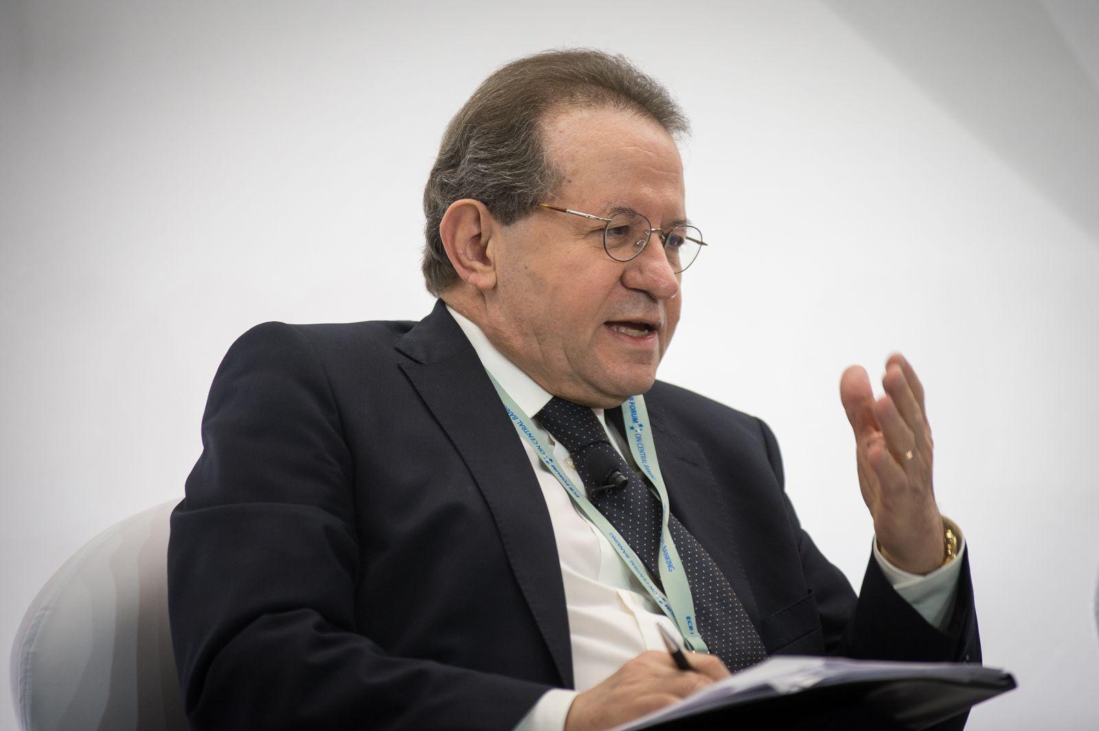 EINMALIGE VERWENDUNG Vítor Contâncio / ECB Forum on Central Banking