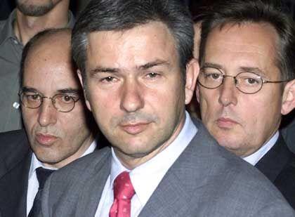 Läuft auf dieses Bündnis alles hinaus? Gregor Gysi (PDS) neben Klaus Wowereit (SPD) und Berlins SPD-Vorsitzendem Peter Strieder.