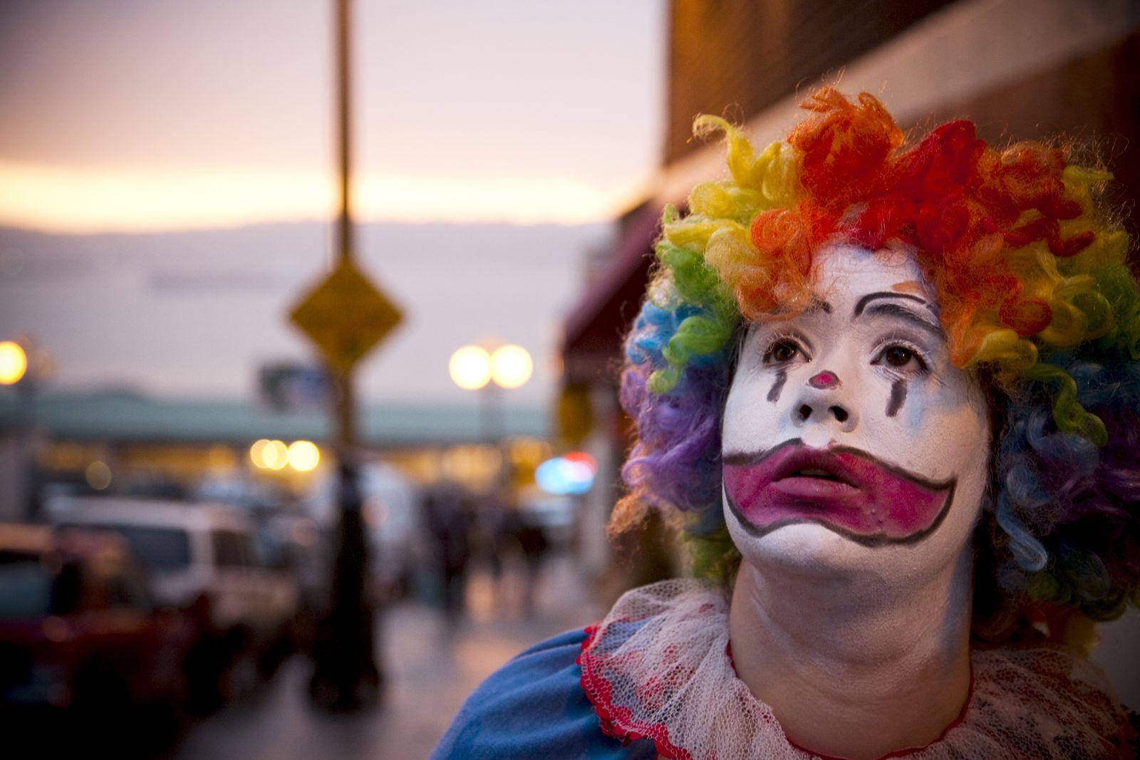 EINMALIGE VERWENDUNG Clown traurig