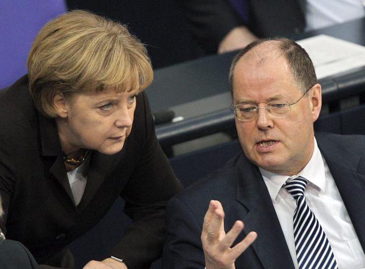 Kanzlerin Merkel und Finanzminister Steinbrück: Regierung denkt über gewaltigen Rettungsplan nach