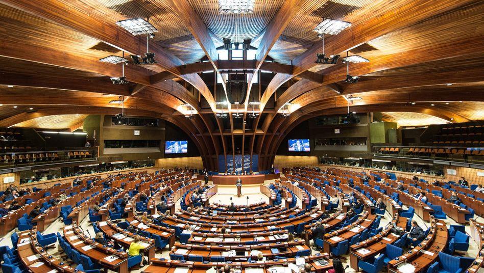 Innenansicht in den Plenarsaal der Parlamentarischen Versammlung des Europarats