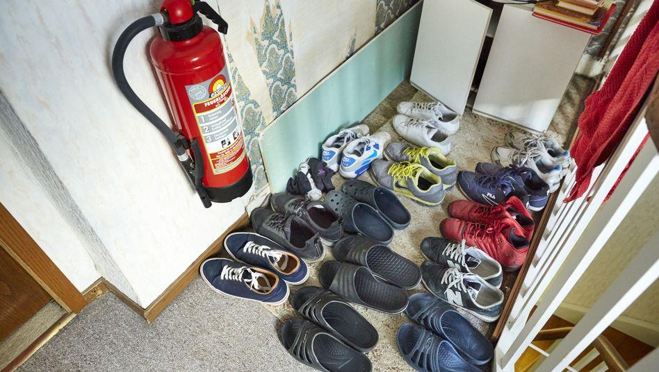 """Schuhe im Hausflur: """"Warum soll ich nicht allein wohnen?"""""""