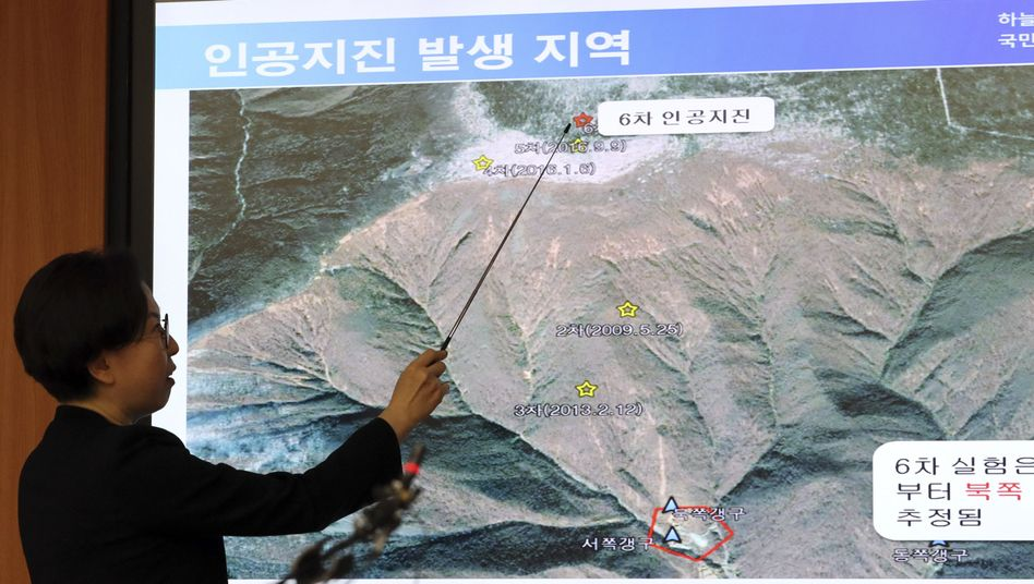Südkoreanischer Forscher erläutert das Testgelände am 3. September