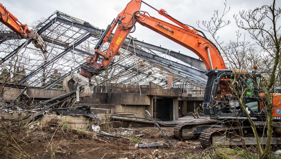 Zoo in Krefeld: Abriss des abgebrannten Affenhauses hat begonnen