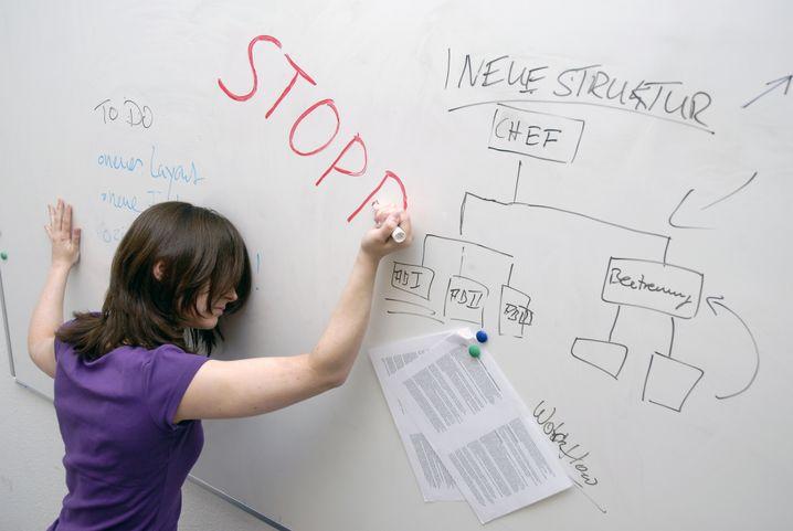 Charlotte litt unter ihrer Arbeit als Product Managerin eines Social-Media-Internetportals. Ihr BWL-Diplom half ihr im Alltag mit wechselnden Zuständigkeiten nicht wirklich weiter.