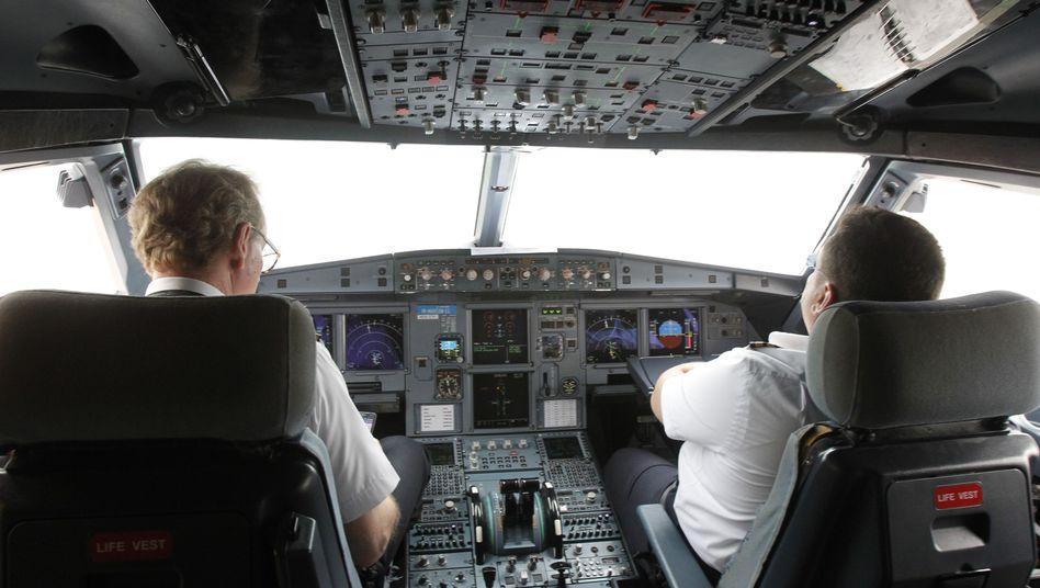 A320-Cockpit (Archiv): Welche Sicherheitsvorkehrungen sind nötig?