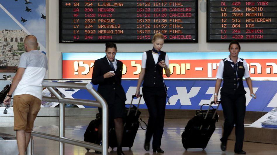 Personal auf dem Flughafen von Tel Aviv: US-Airlines dürfen wieder landen