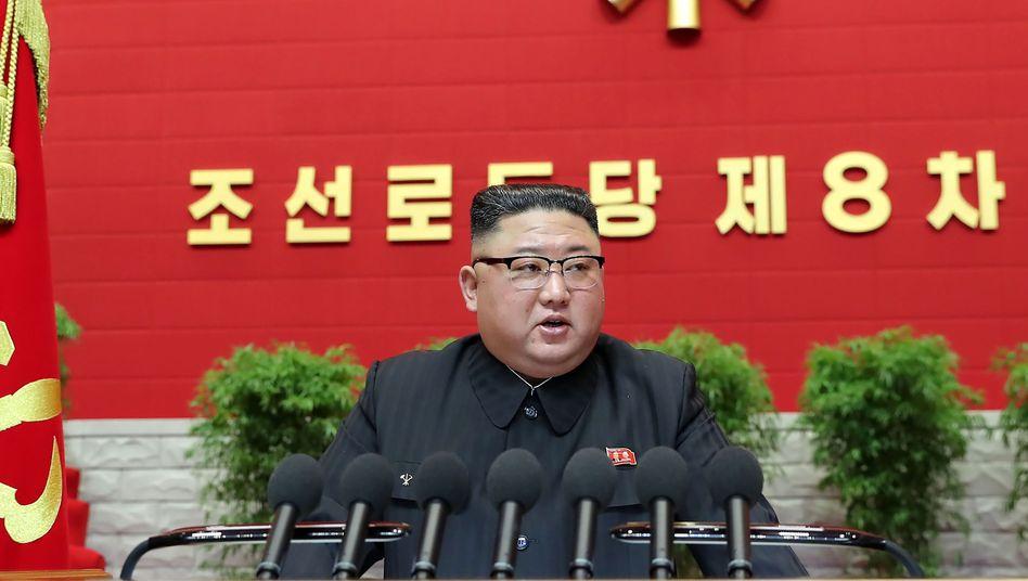 Diktator Kim Jong Un übt Kritik an den Leistungen des eigenen Staatsapparates – zumindest teilweise