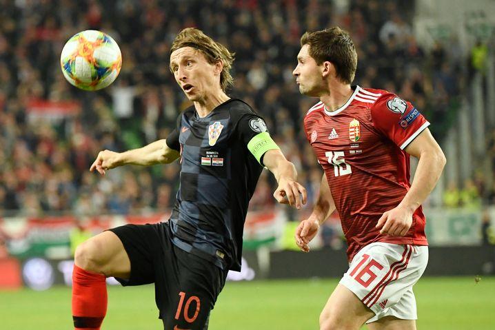 Kroatiens Weltfußballer Luka Modric (l.)