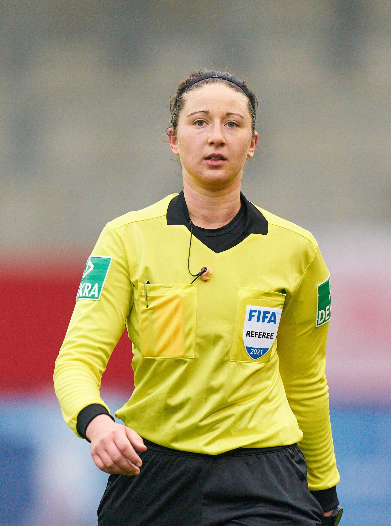Referee Franziska WILDFEUER with whistle, gestures, shows, watch, individual action, assistents, Schiedsrichter, Hauptsc