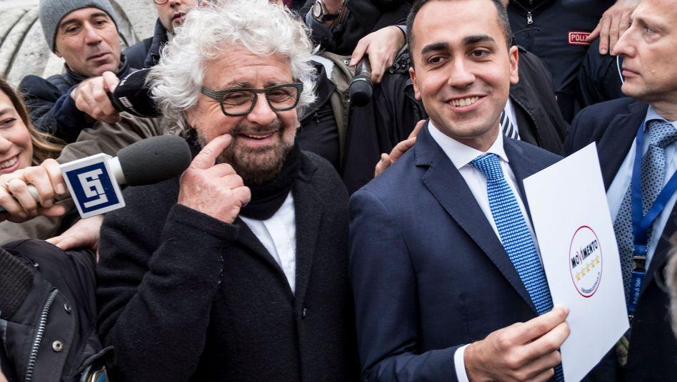 Ex-Komiker und Gründer der Fünf-Sterne-Bewegung, Beppe Grillo, mit Parteichef Luigi Di Maio im Januar 2018