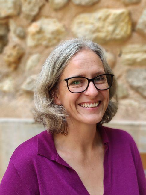 Alice Weber, 44, ist Stadträtin von Inca, 30 Kilometer nordöstlich von Palma, und Mitglied der grünen Partei MÉS per Mallorca. Die Deutsche lebt seit knapp 30 Jahren auf der Baleareninsel und ist mit einem Mallorquiner verheiratet. Ihre gesamte Familie ist im Tourismus tätig, ihr Bruder betreibt beispielsweise eine Kiteschule.