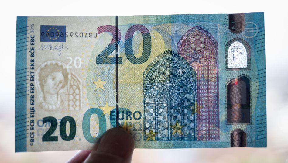 Der 20-Euro-Schein soll künftig standardmäßig mit einem Speziallack überzogen werden