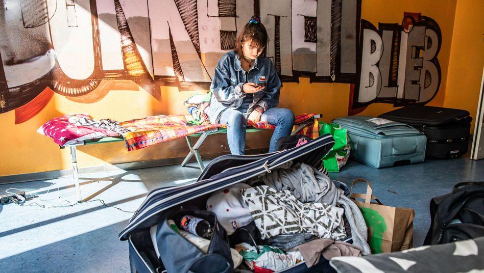 Medizinstudentin Celina Ufken in einer Frankfurter Notunterkunft