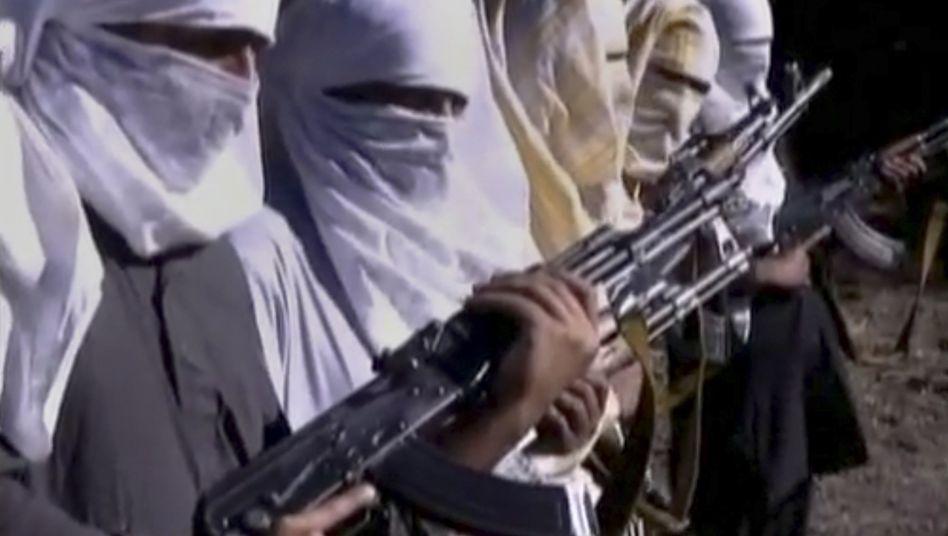 Taliban-Kämpfer im afghanisch-pakistanischen Grenzgebiet (Archivbild): Pakistanische Armee nach Anschlag in Karatschi unter Druck