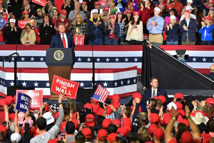 Donald Trump: Seine Fans bleiben ihm treu