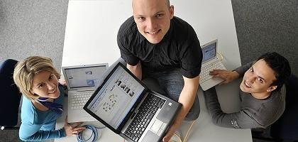 Aleksandra Kovacevic, Kalman Graffi und Patrick Mukherjee von der Technischen Universität Darmstadt: Mitentwickler von SocialLife, der P2P-Lösung für Soziale Netzwerke, die ohne Server auskommt
