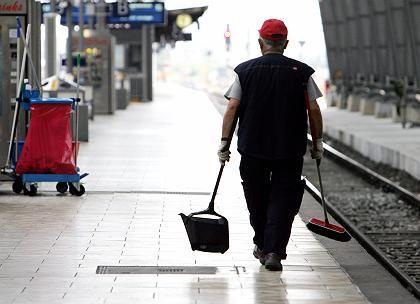 Reinigungspersonal der Bahn: Tariflöhne gelten selten