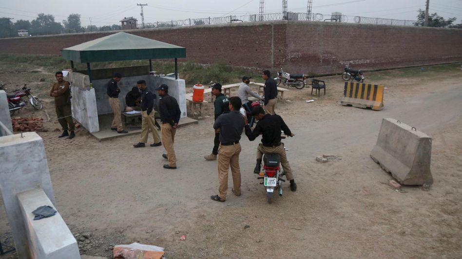 Sicherheitsabsperrung vor dem Gefängnis in Lahore