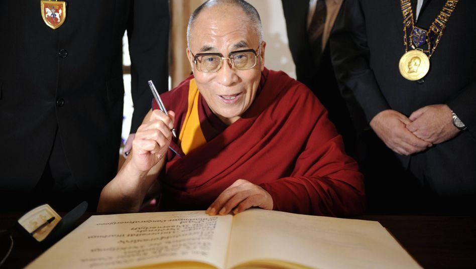 Tenzin Gyatso, der vierzehnte Dalai Lama: Im Westen geachtet, in China verfemt