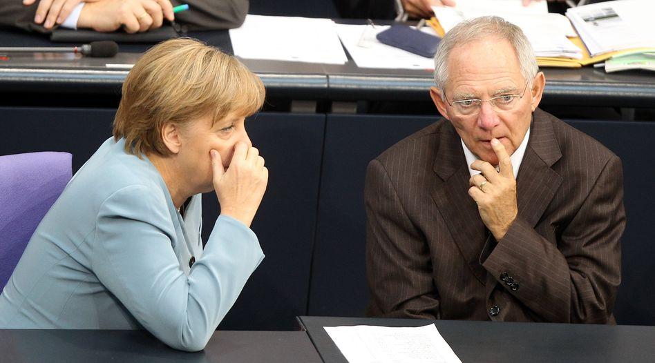 Kanzlerin Merkel, Schäuble (CDU): Offen für das Vorziehen des dauerhaften Rettungsfonds
