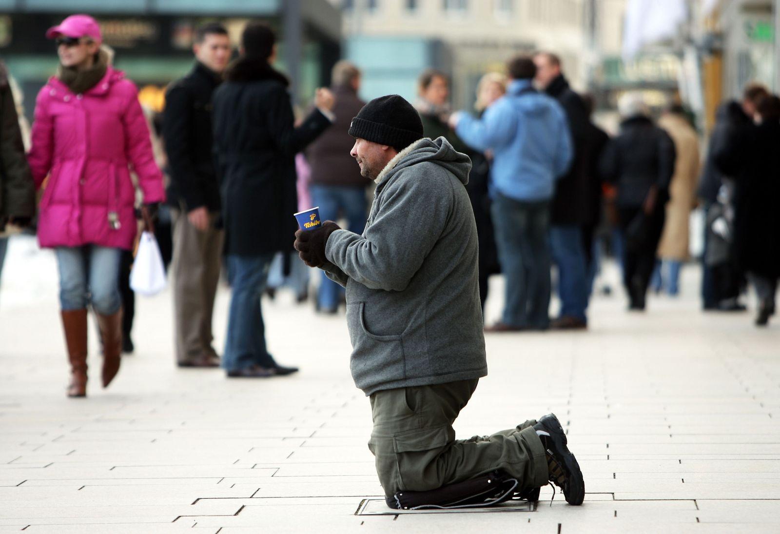 Bettler in der Hamburger Innenstadt / Armut / Ungleichheit