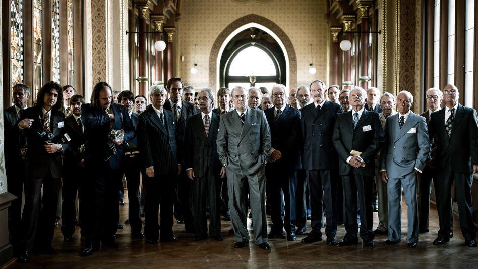 Krupp-Konzernchef Berthold Beitz (Sven-Eric Bechtolf, M.) ist ein mächtiger Mann