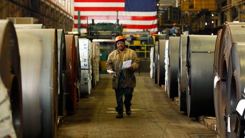 Arbeiter zwischen Stahlrollen in Canton, Ohio: Gute Nachrichten - auf den ersten Blick
