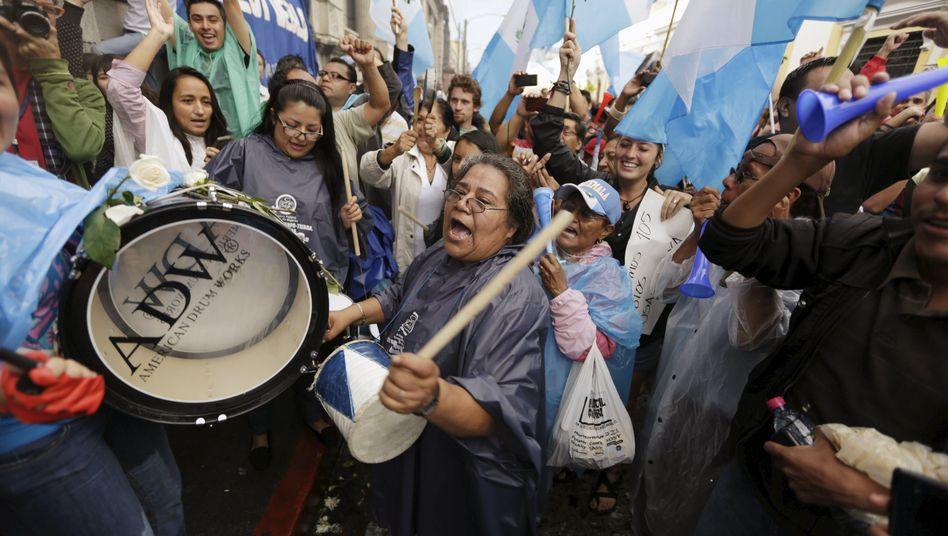 Demonstrationen vor Kongress: Guatemalas Präsident darf Land nicht verlassen