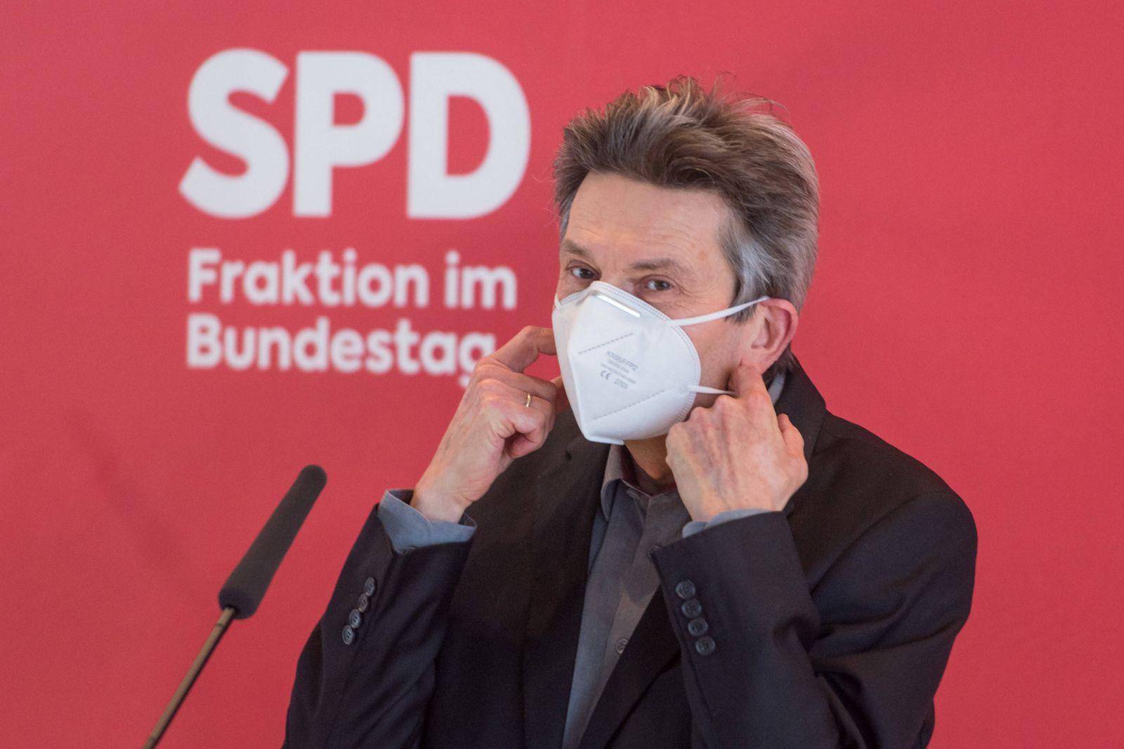 Berlin, Rolf Mützenich gibt Pressekonferenz im Bundestag Rolf Mützenich (Vorsitz der SPD-Bundestagsfraktion) während de